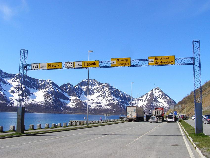 Przystań promowa w Øksfjord ( okolice Loppy)